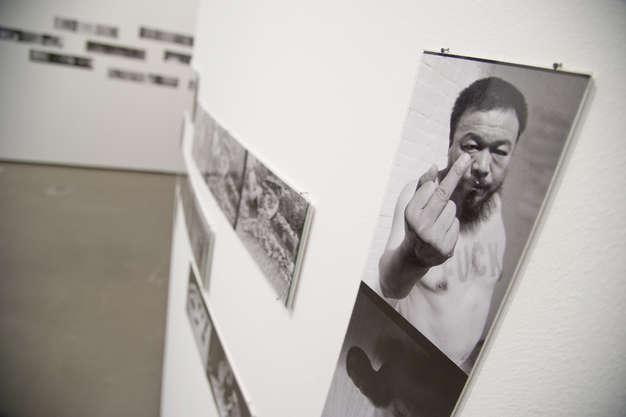 AiWeiwei-finger-joann-01
