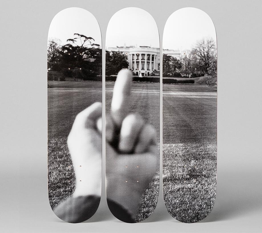 AiWeiwei-finger-skate-03-B-x1